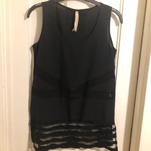 Black tank top with sexy accents 💋🔥